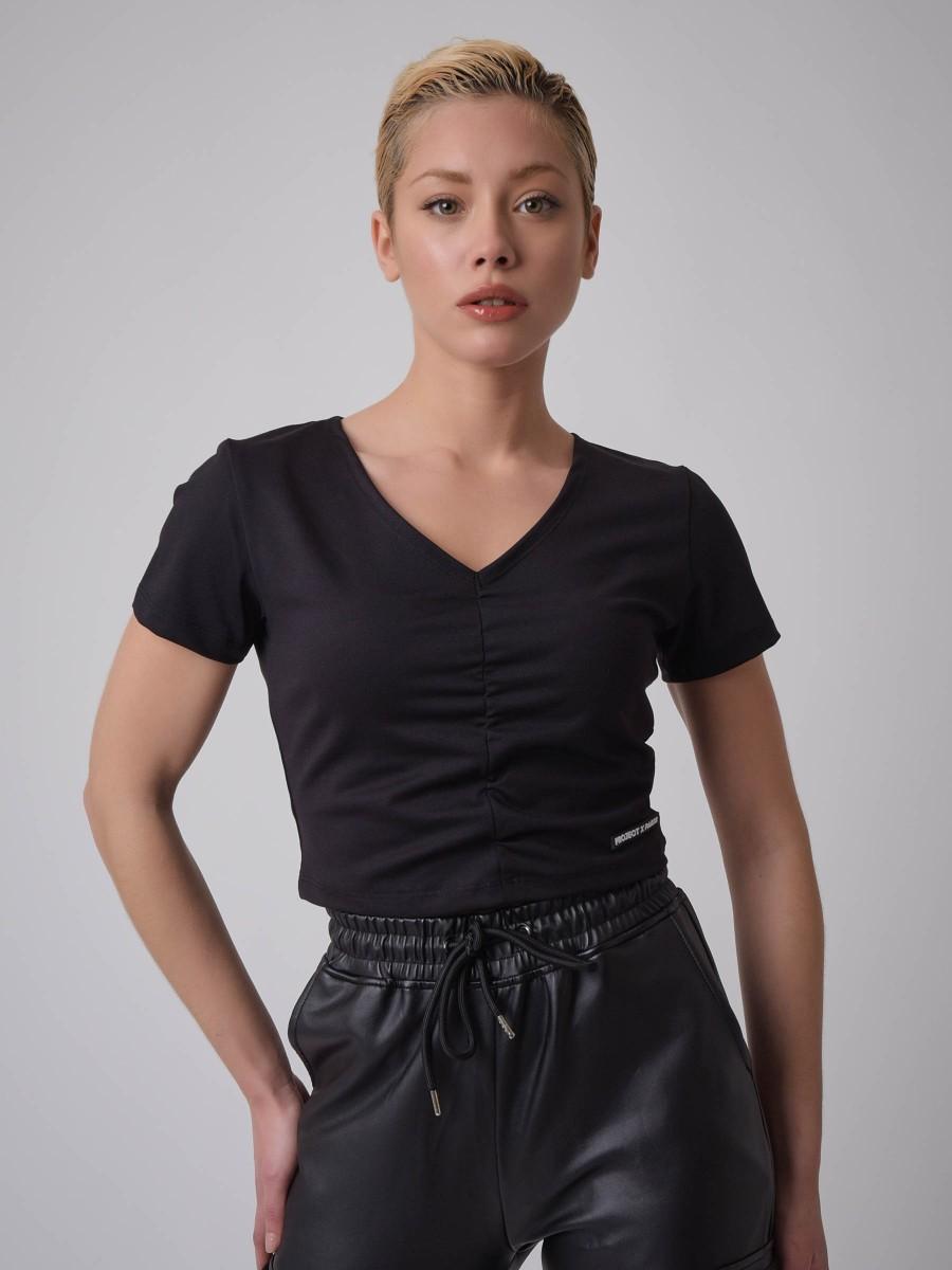 V-neck Cropped length T-shirt