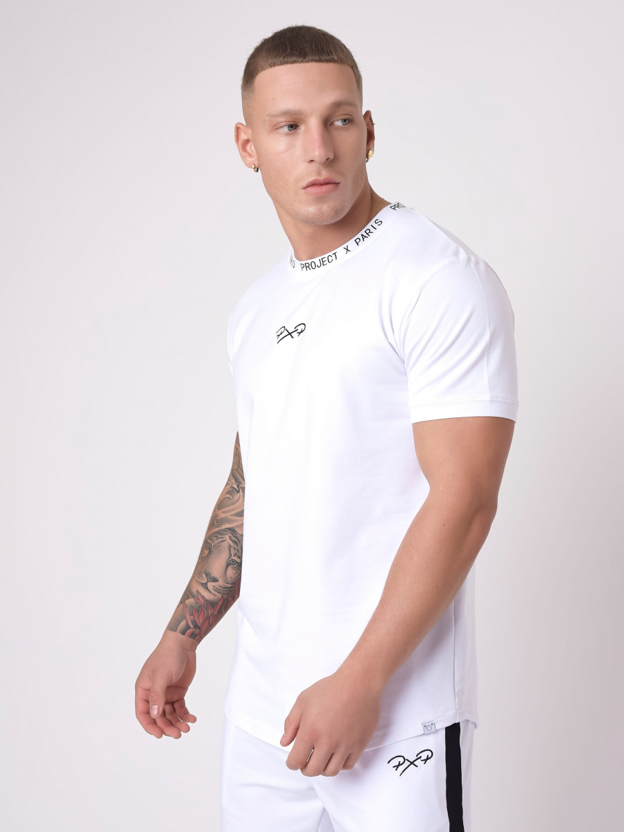 T-shirt logo au col
