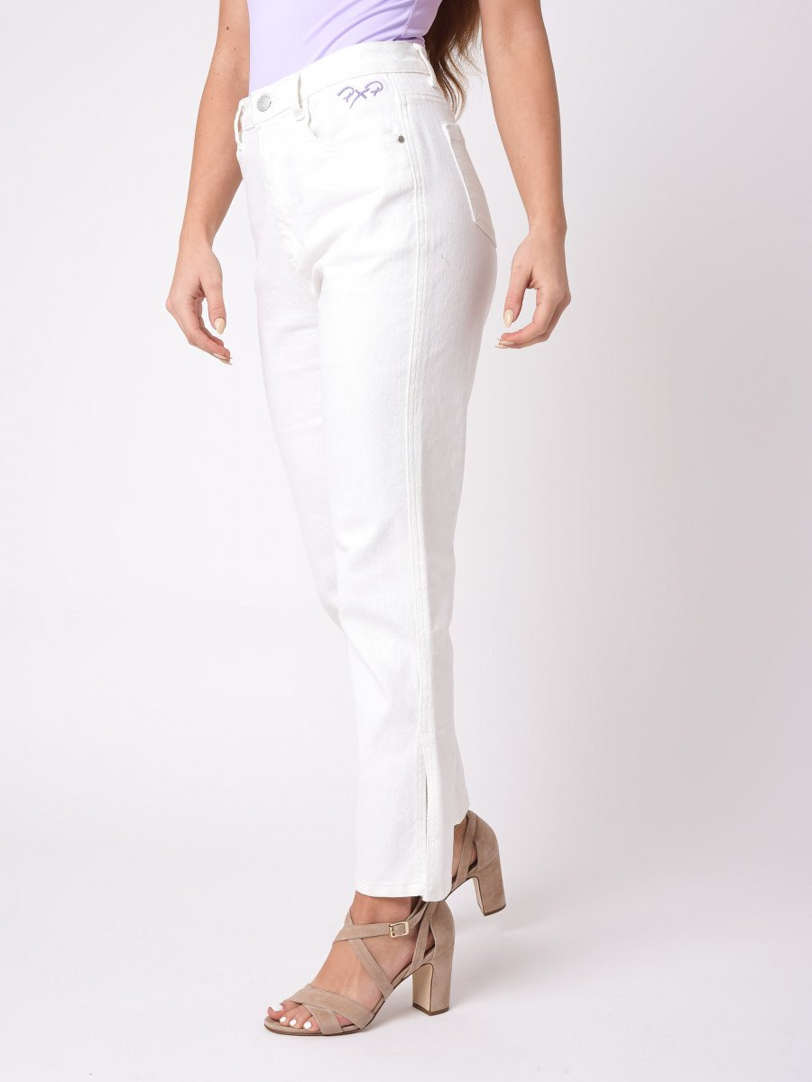 Straight flared Jean with slit