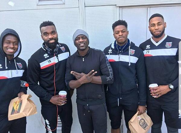 Akon en ensemble survêt Project X Paris