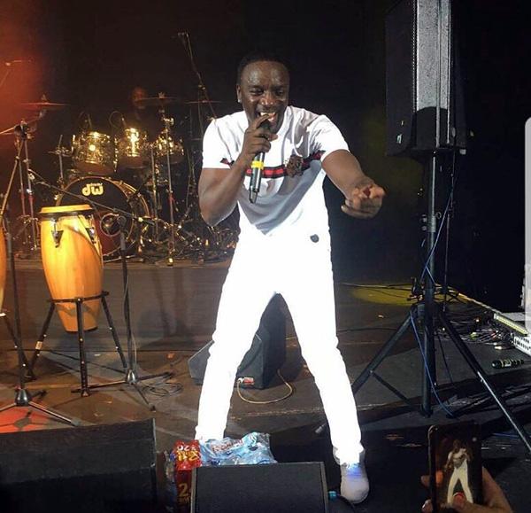 Akon en tee shirt TIGRE Project X Paris